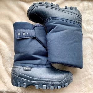 Tundra navy Winter Boots - like new. Snow & slush